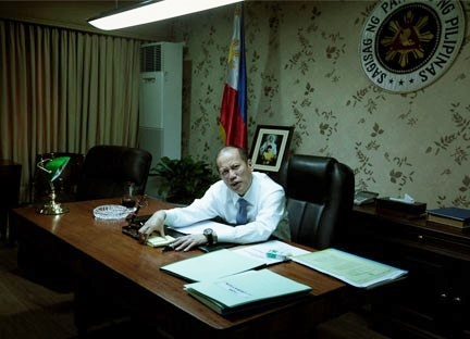 "This office picture was ""awful but genuine,"" says a veteran journalist. (Photo courtesy of Miss Raissa Robles' blog)"