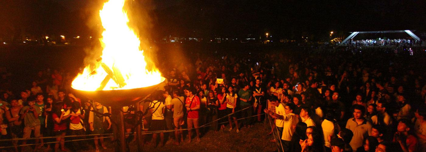 UP-Diliman-bonfire.jpg